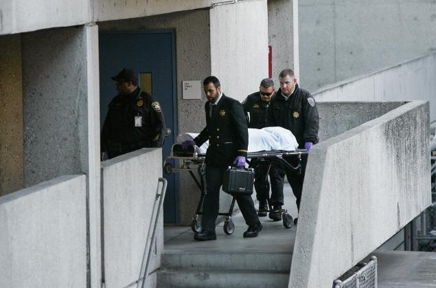 woman-dead-hospital-stairs.jpg