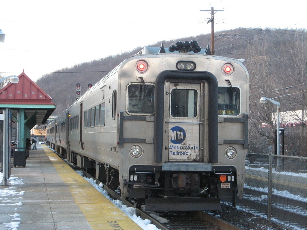 MTA_Metro_North_6710_on_New_Jersey_Transit_train_1728