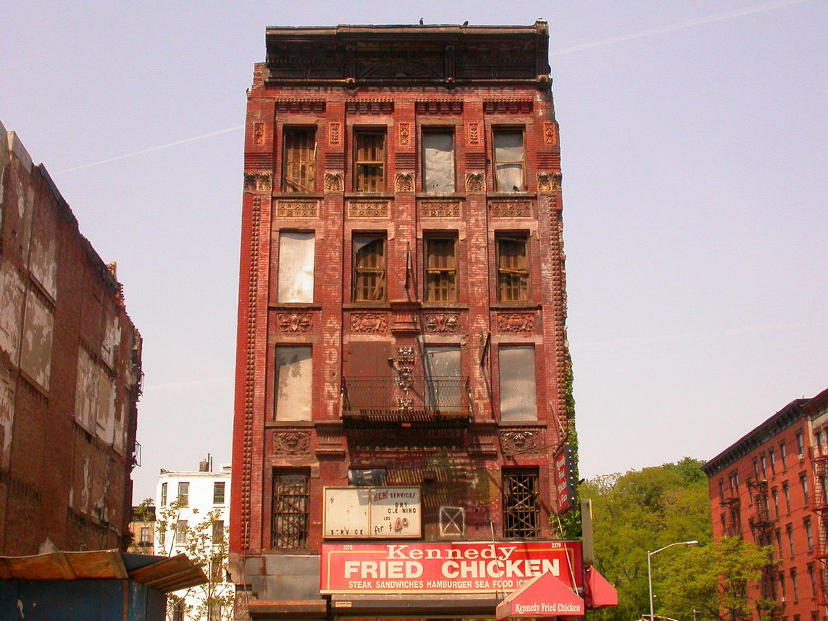 1200px-Harlem_condemned_building